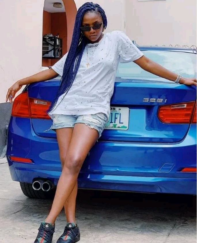 Popular Nigerian Songstress Simi Appears On Her Tempting Bum Short (Pics)