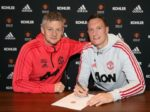 BREAKING: Phil Jones signs a new contract with Manchester United until 2023